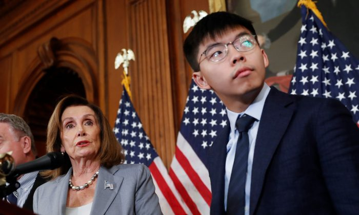 House Speaker Nancy Pelosi (L) with Hong Kong activist Joshua Wong and other members of Congress during a news conference on human right in Hong Kong in Washington, on Sept. 18, 2019. (AP Photo/Pablo Martinez Monsivais)