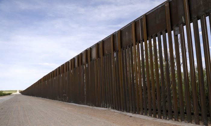 The U.S.-Mexico border fence just west of Santa Teresa, New Mexico, on May 7, 2019. (Charlotte Cuthbertson/The Epoch Times)