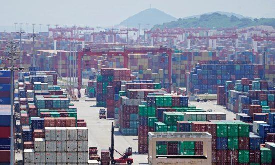 US Lifts Tariffs on 400 Chinese Products, Trump Cites Trade Progress