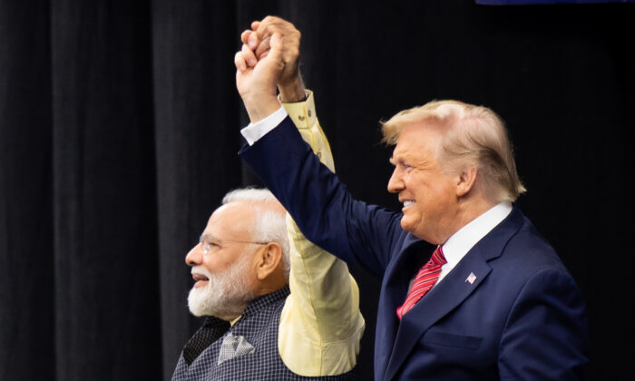 """President Donald Trump and Indian Prime Minister Narendra Modi attend """"Howdy, Modi!"""" at NRG Stadium in Houston, Texas on Sept 22, 2019. (SAUL LOEB/AFP/Getty Images)"""