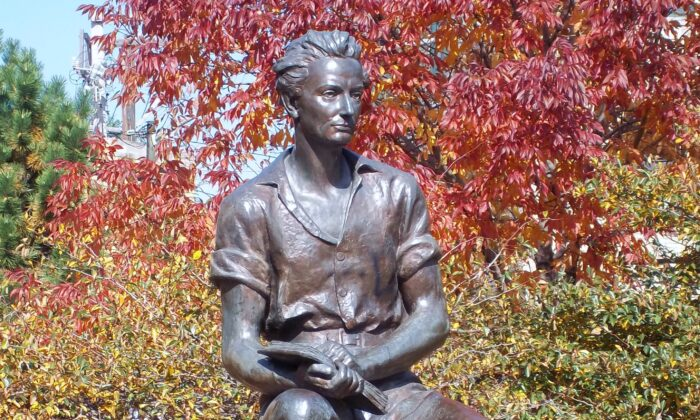 """""""Young Lincoln"""" by Charles Keck is found in Chicago's Senn Park. (Public Domain)"""
