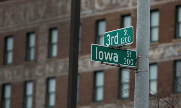A street sign on the corner of Iowa and 3rd in Sioux City, Iowa on Jan. 30, 2016. (Christopher Furlong/Getty Images)