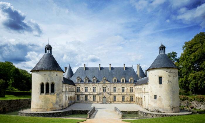 The 17th-century Château de Bussy-Rabutin. (Shutterstock)