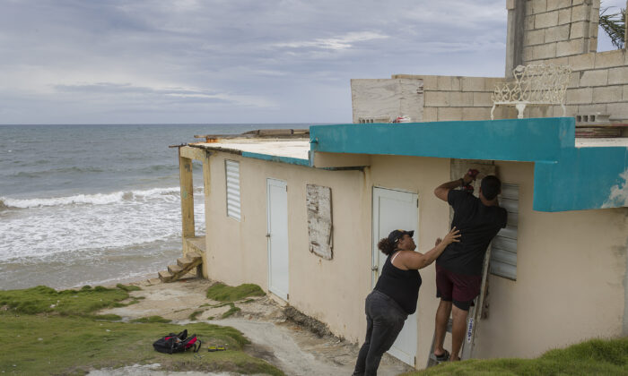 File photo showing Puerto Rico residents preparing for the arrival of Tropical Storm Dorian in Yabucoa, Puerto Rico, on Aug. 28, 2019. (Joe Raedle/Getty Images)