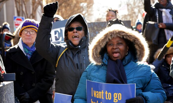 Union organizers hold rallies outside the headquarters of the AFL-CIO calling for an end to the government shutdown in Washington on Jan. 10, 2019. (Chip Somodevilla/Getty Images)