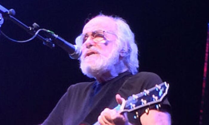 Robert Hunter in Concert. The Town Hall, New York, New York, in 2013 (Credit: briangatens/Creative Commons Attribution 2.0 Generic license)