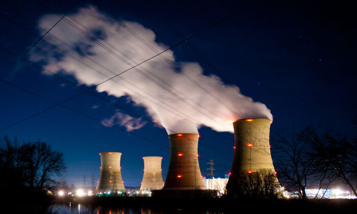 The Three Mile Island Nuclear Plant is seen in the early morning hours in Middletown, Pa., on March 28, 2011. (Jeff Fusco/Getty Images)
