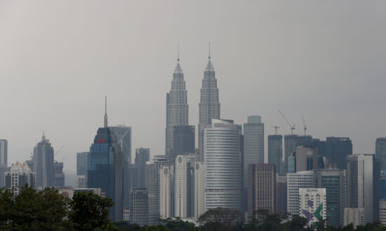 Malaysians Arrest 680 Suspected Members of Chinese Online Fraud Gang