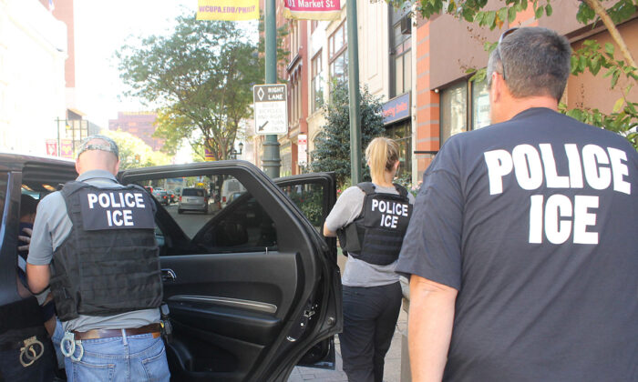 ICE agents carry out an operation to arrest illegal immigrants in Philadelphia, Pa., on Sept. 25, 2019. (ICE)