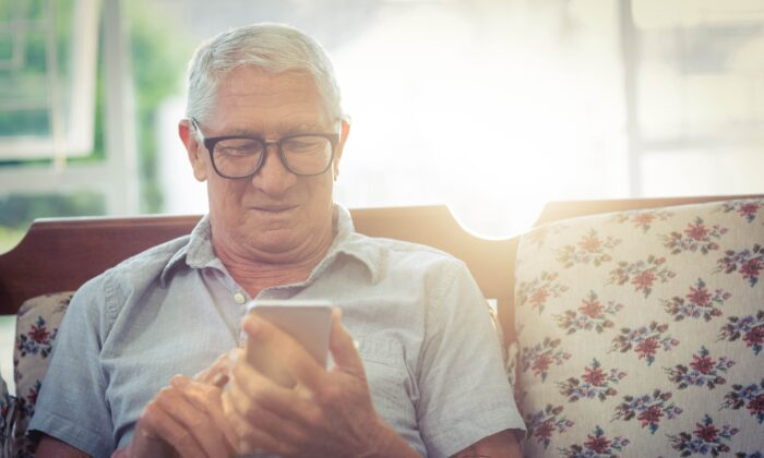 Smartphones offer seniors a link to loved ones—and a gateway to a world of scams. (wavebreakmedia/Shutterstock)