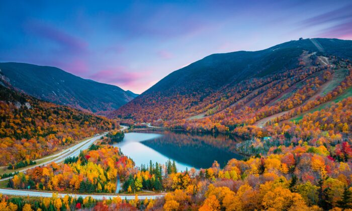 The colorful foliage in Franconia Notch State Park, N.H. (Shutterstock)
