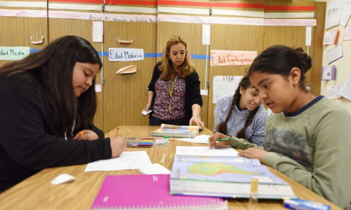 Instructor Blanca Claudio (C) teaches a history lesson at Franklin High School in Los Angeles on May 25, 2017. (Robyn Beck/AFP/Getty Images)