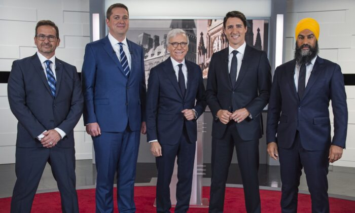 (L-R) Bloc Quebecois Leader Yves-Francois Blanchet, Conservative Leader Andrew Scheer, TVA host Pierre Bruneau, Liberal Leader Justin Trudeau, and NDP Leader Jagmeet Singh pose for a photo at the TVA French debate for the 2019 federal election in Montreal on Oct. 2, 2019. (THE CANADIAN PRESS/Joel Lemay)
