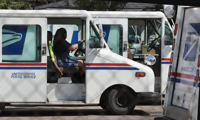 A United States Postal Service worker leaves a postal facility in Chicago, Illinois, on Aug. 15, 2019. (Scott Olson/Getty Images)