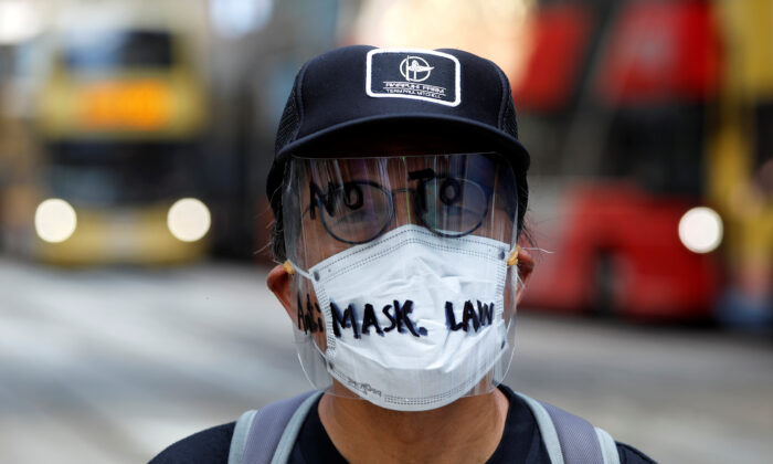 An anti-government protester wearing a mask attends a lunch time protest, after local media reported on an expected ban on face masks under emergency law, at Central, in Hong Kong on Oct. 4, 2019. (Tyrone Siu/Reuters)