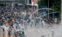 Thousands Defy Anti-Mask Law and March in Hong Kong