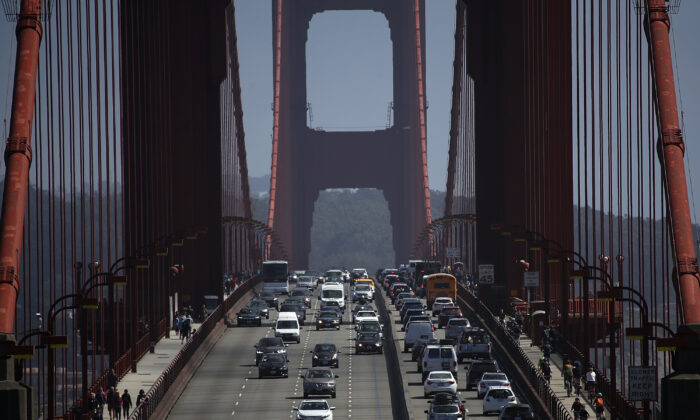 Cars drive over the Golden Gate Bridge on Aug. 2, 2018 in Marin County, California. (Justin Sullivan/Getty Images)