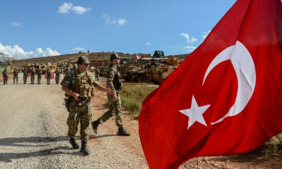 US Pulls Troops Clear of Turkish Offensive in Syria, Hands Over Burden of ISIS Prisoners