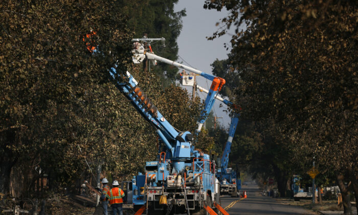 PG&E workers work to repair power lines in the Coffey Park neighborhood following the damage caused by the Tubbs Fire on Oct. 13, 2017 in Santa Rosa, Calif. (Elijah Nouvelage/Getty Images)