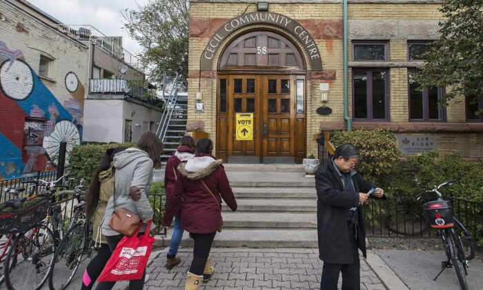 Voters head to cast their vote at a polling station for the Toronto riding of University-Rosedale during early voting in the last federal election on Oct. 19, 2015. (THE CANADIAN PRESS/Aaron Vincent Elkaim)