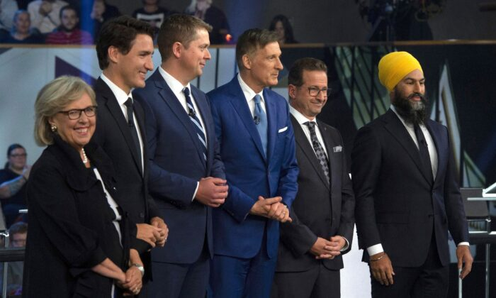 (L–R) Green Party Leader Elizabeth May, Liberal Leader Justin Trudeau, Conservative Leader Andrew Scheer, People's Party Leader Maxime Bernier, Bloc Quebecois Leader Yves-Francois Blanchet, and NDP Leader Jagmeet Singh pose for a photograph before the Federal leaders debate in Gatineau, Que., on Oct. 7, 2019. (THE CANADIAN PRESS/Sean Kilpatrick)