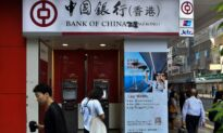Hong Kong's Use of Emergency Law for Mask Ban Prompts Panic, Widespread ATM Withdrawals