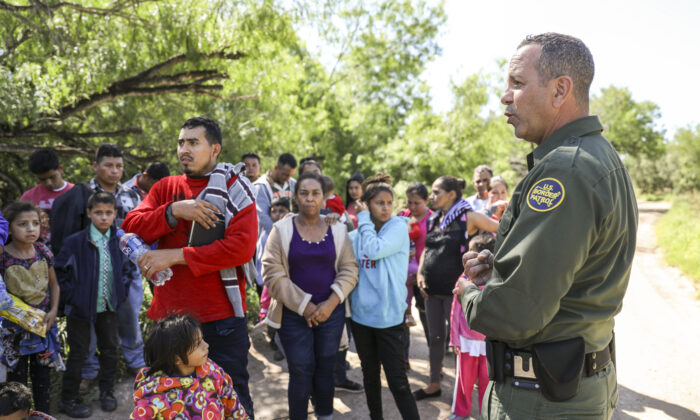 Border Patrol agent Carlos Ruiz apprehends 35 illegal aliens who have just crossed the Rio Grande from Mexico near McAllen, Texas, on April 18, 2019. (Charlotte Cuthbertson/The Epoch Times)