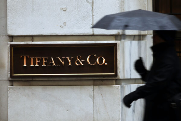 Tiffany's Cuts 2015 Profit Outlook After Poor Holiday Season Sales