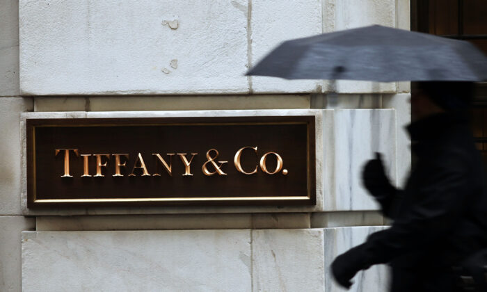 A person walks past a Tiffany & Co. store along Wall Street in Manhattan in New York, N.Y., on Jan. 12, 2015. (Spencer Platt/Getty Images)