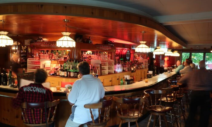 The long curving bar at the Greenwood Supper Club near Fish Creek, Wis. (Kevin Revolinski)