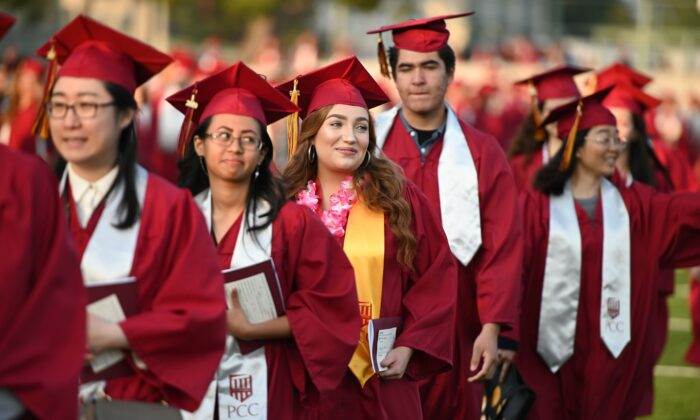 Haley Walters (C) marches with her class at the Pasadena City College graduation ceremony, June 14, 2019, in Pasadena, Calif. (Robyn Beck/AFP/Getty Images)