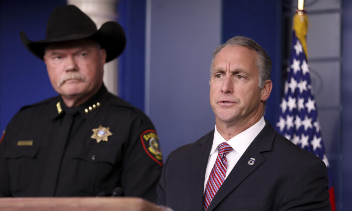 Acting ICE director Matt Albence (R) and Tarrant County, Texas, Sheriff Bill Waybourn at a media briefing at the White House in Washington, on Oct. 10, 2019. (Charlotte Cuthbertson/The Epoch Times)