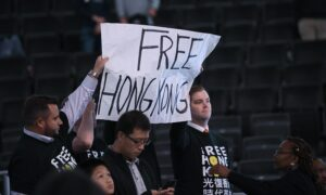 NBA Fan Supporting Hong Kong in US Arena Ejected From Game