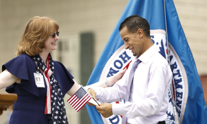 A new American citizen (R) is congratulated during an Independence Day citizenship ceremony at Mount Vernon, Va., on July 4, 2019. (Samira Bouaou/The Epoch Times)