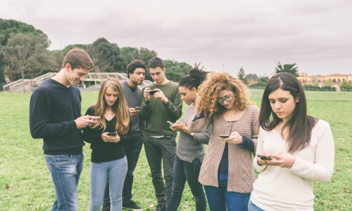 Digital devices are a gateway to a million habit-forming apps. Don't thumb away the chance to make some real memories. (William Perugini/Shutterstock)