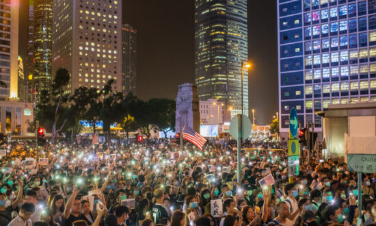 Tens of Thousands of Hong Kong Protesters Plead for US Help