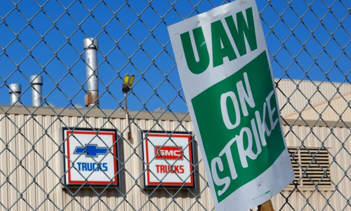 A union strike sign is stuck in the fence outside the General Motors Flint Truck Assembly in Flint, Michigan on Oct. 9, 2019. (Brian Snyder/File Photo/Reuters)