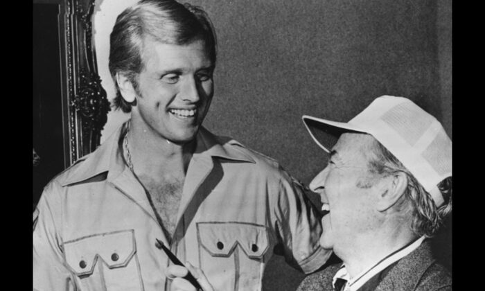Actor Ron Ely discussing his role on the film 'Doc Savage: The Man of Bronze' with producer George Pal, Hollywood, CA, circa 1975. (Photo by Keystone/Hulton Archive/Getty Images)