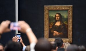 'MonaLisa'Returned to Its Original Room at the Louvre