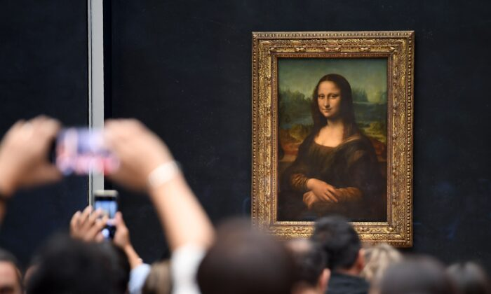 "Visitors take pictures in front of ""Mona Lisa"" on Oct. 7, 2019. (ERIC FEFERBERG/AFP via Getty Images)"