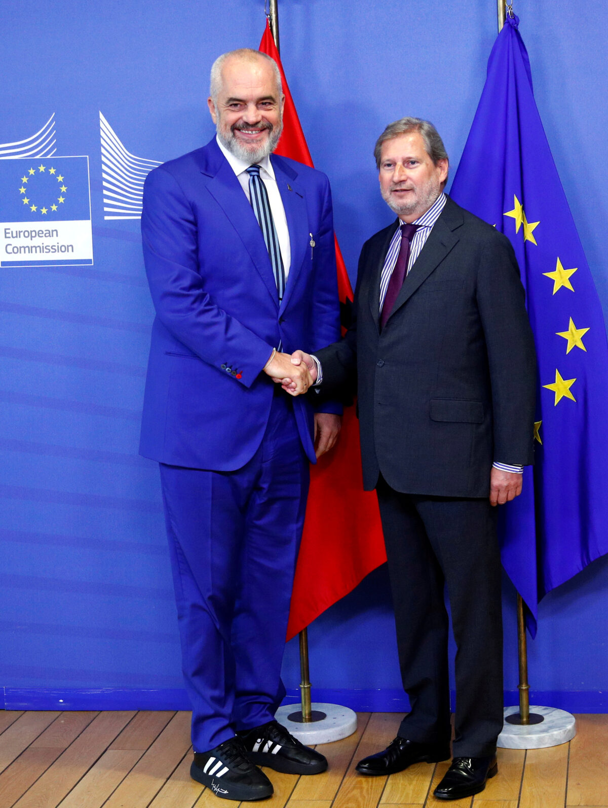 Albanian Prime Minister Edi Rama poses with European Neighbourhood Policy and Enlargement Negotiations Commissioner Johannes Hahn at the EU Commission headquarters in Brussels, Belgium October 17, 2019. (Francois Lenoir/Reuters,File Photo)