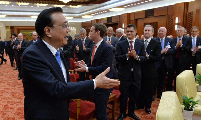 Mark Zuckerberg, Facebook CEO (2nd-R) and the overseas representatives of China Development Forum applaud for the arrival of Li Keqiang, Chinese premier (L) during a meeting in the Great Hall of the People in Beijing on March 21, 2016. (Kenzaburo Fukuhara - Pool/Getty Images)