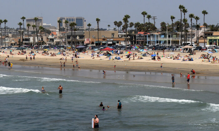 A view of Balboa beach, one of the popular beaches of Newport Beach, Calif., on Aug. 17, 2009. (Gabriel Bouys/AFP/Getty Images)