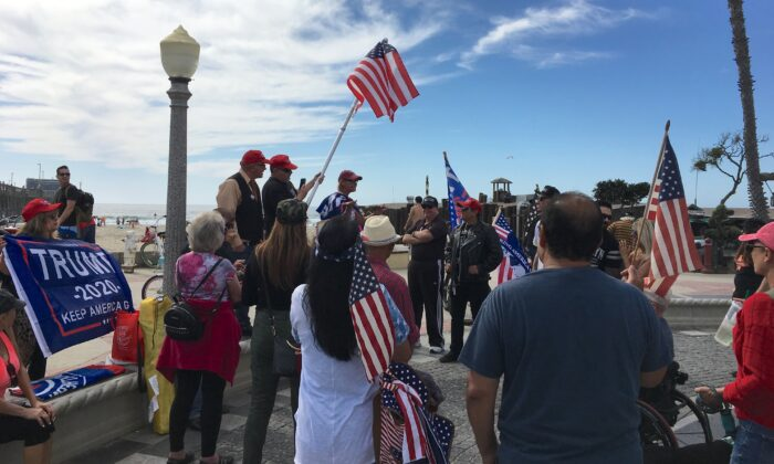 Residents participate in a rally for President Trump in Newport Beach, Calif. on Oct. 19, 2019. (Ian Henderson/The Epoch Times)