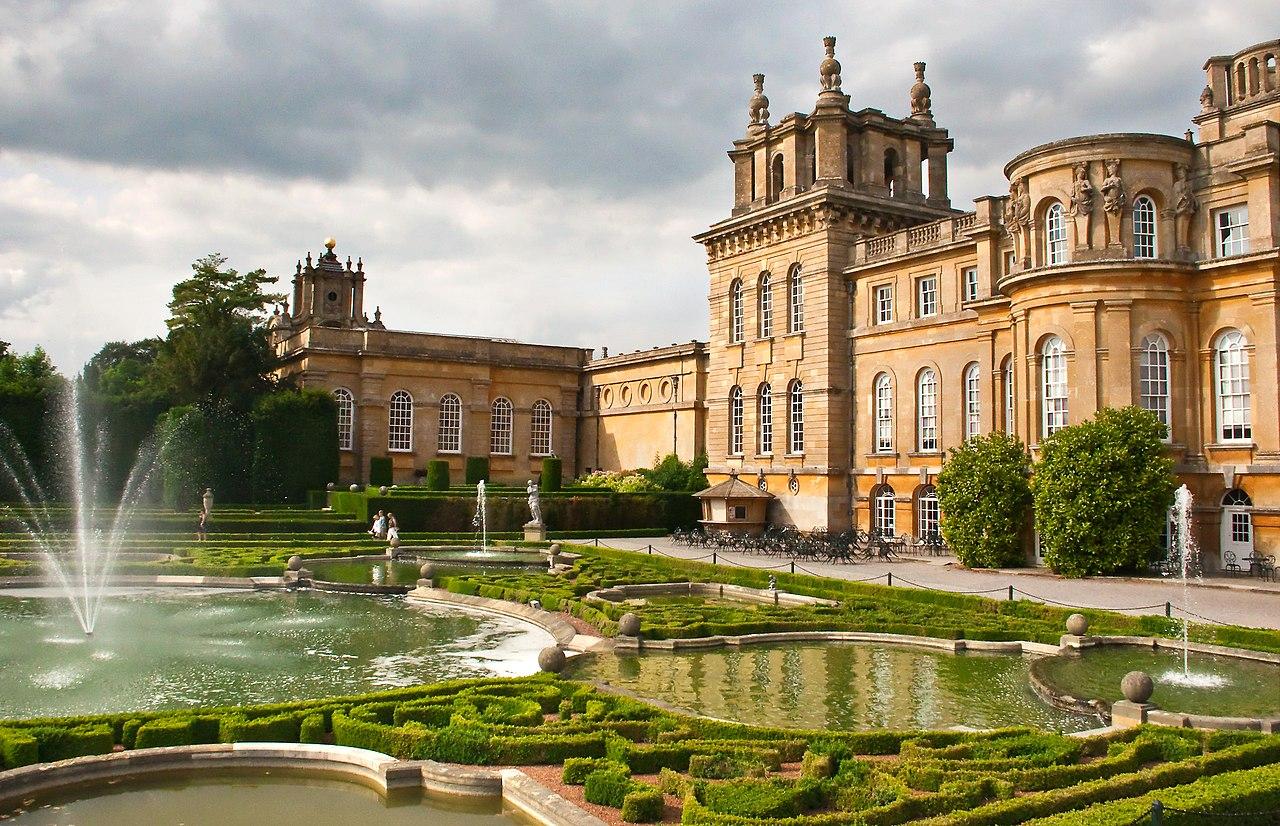 Blenheim_Palace_and_Formal_Garden