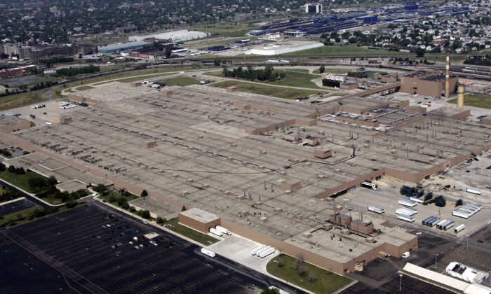 The General Motors Detroit/Hamtramck Assembly plant 13 July 2006 in Detroit, Mich. (Jeff Haynes/AFP via Getty Images)