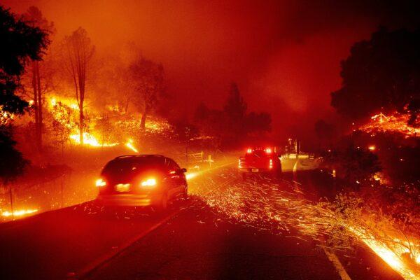 Kincade Fire burns