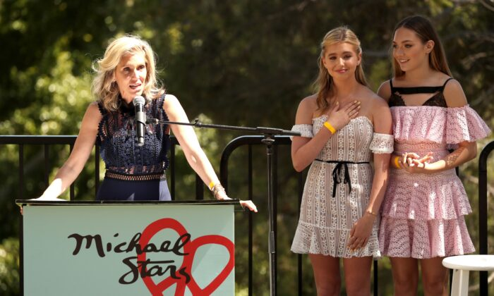 Honoree Jane Buckingham, Lilia Buckingham and Maddie Ziegler speak onstage at Children Mending Hearts' 10th Annual Empathy Rocks on June 10, 2018 in Los Angeles, California. (Christopher Polk/Getty Images for Children's Mending Hearts)