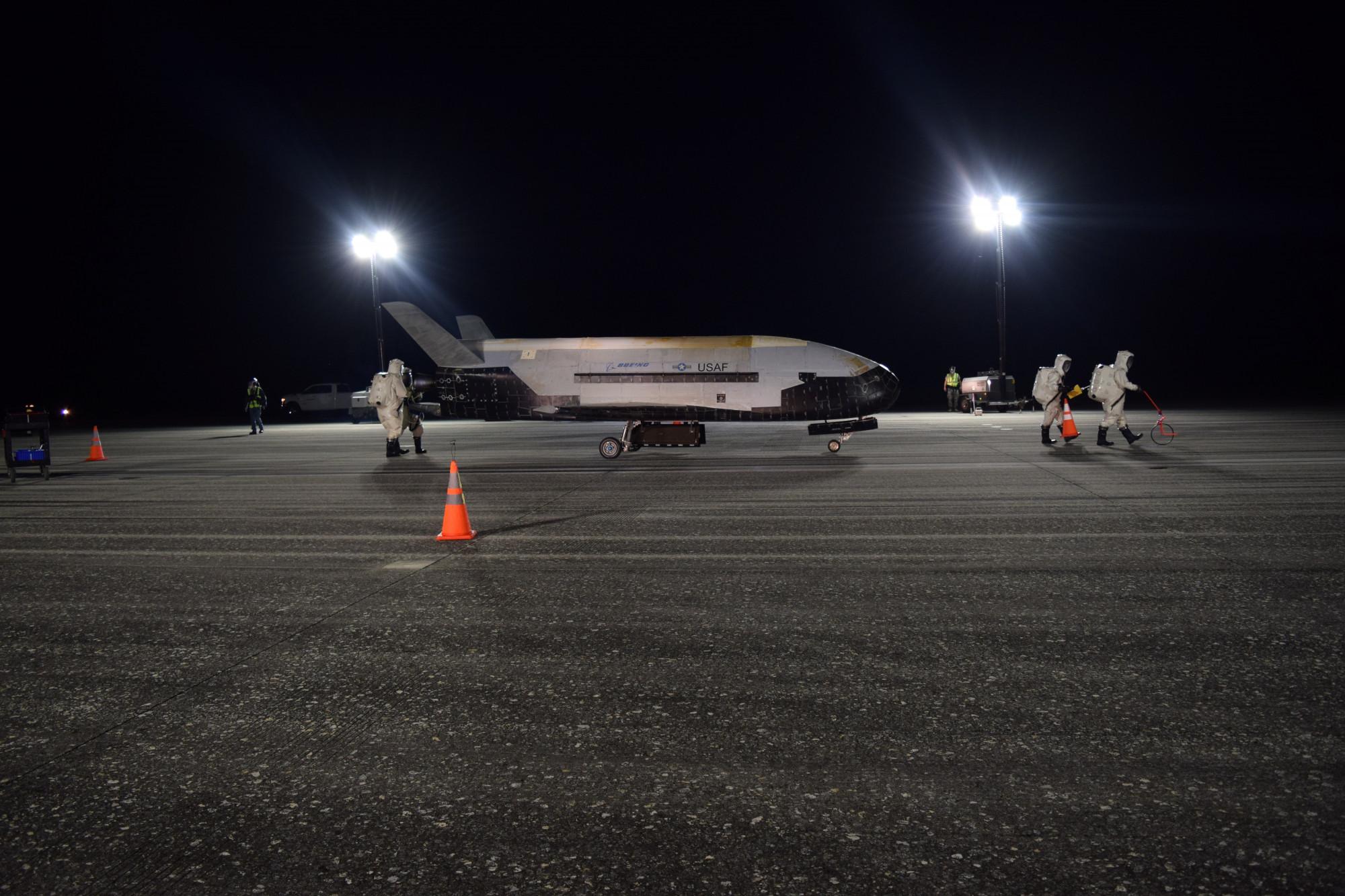 Secretive Military Spaceplane Lands in Florida After Record-Long Orbital Flight
