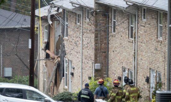 One Person Dies as Light Plane Hits Atlanta, GA Townhouses